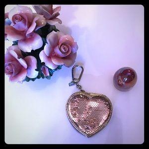 💛COACH HEART GOLD POPPY SEQUIN COIN KEYCHAIN 💛